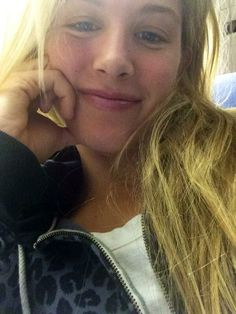Eugenie Bouchard : Merry Christmas from the plane! Eugene Bouchard, Canadian Tennis Player, Wta Tennis, Tennis Association, Tennis Players, Sports, Beautiful, Circuit, Sport