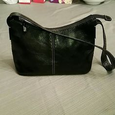Fossil black leather shoulder bag Black leather fossil leather bag with black and tan stitching. Zips at the top. Inside lining is perfect and has an open pocket and zipped compartment. Tiny bit of wear on the bottom but you have to look hard. Fossil Bags Shoulder Bags