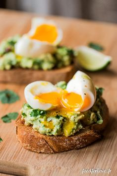 Tartines à l'Avocat, Oeuf Mollet, Menthe et Coriandre - Food for Love - The Best Breakfast and Brunch Spots in the Twin Cities - Mpls. Clean Eating, Stop Eating, Healthy Eating, Healthy Food, I Love Food, Good Food, Yummy Food, Tasty, Brunch Recipes