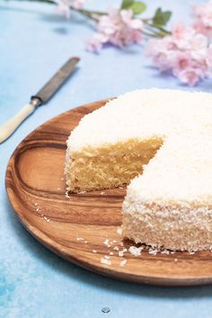 The Antillean Mont Blanc is a gourmet coconut cake that consists of a sponge cake topped with cream and covered with grated coconut. Low Calorie Desserts, No Calorie Foods, Easy Desserts, Dessert Recipes, Mini Wedding Cakes, Cake Recipes From Scratch, Homemade Cake Recipes, Painted Cakes, Almond Cakes