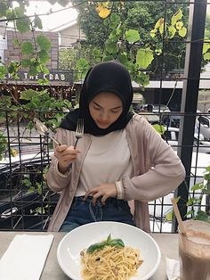 Modest Fashion Hijab, Modern Hijab Fashion, Casual Hijab Outfit, Ootd Hijab, Girl Hijab, Hijab Chic, Muslim Fashion, Cute Fashion, Muslim Beauty