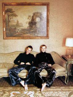 Vintage I Vogue Editorial I 90's fashion I nineties Super Models I golden wallpaper @monstylepin