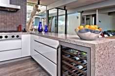 Contemporary & slick white kitchen : houzz.com is a great place for design inspiration #kitchens #foodiechat Kitchen Surface, Kitchen Tile, Kitchen Cabinets, Kitchen Modern, Kitchen Ideas, Kitchen Without Handles, Ikea Akurum, San Diego, Commercial Kitchen Design