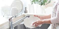 Did you know that you shouldn't wash dishes by hand? We have a time-saving trick that also happens to save the environment, one dishwasher cycle at a time. Handmade Home, Good News, Clean My Space, Sweet Orange Essential Oil, Housekeeping Tips, Green Food Coloring, Dishwashing Liquid, Washing Dishes, Best Dishes
