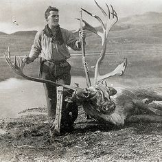 Pioneer hunting with enough meat to feed his family for a long time. Big Game Hunting, Hunting Art, Deer Hunting, Alaska Hunting, Caribou Hunting, Africa Hunting, Vintage Safari, F Pictures, Hunting Pictures