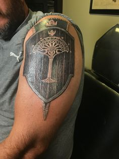 Armour Tattoo, Lord Of The Rings Tattoo, Lotr Tattoo, Tattoo Ideas, Tattoo Designs, Pauldron, Tattoo Graphic, Ring Tattoos, Elvish
