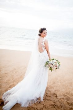 Beach bridal style, Hawaii bride, wedding dress, light and breezy, illusion back, buttons // Joanna Tano Photography