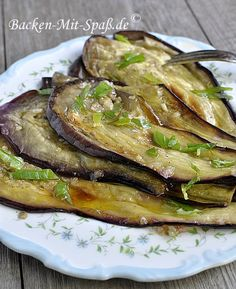 Zutaten: 1 Aubergine 4 Knoblauchzehen einige Stiele Frühlingszwiebel 60ml Olivenöl 2 EL Balsamico- Essig Prise Salz und Pfeffer Außerdem: Olivenöl...