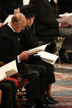 Margaret Thatcher funeral: crowds gather at St Pauls for official service - Photo 1 | Celebrity news in hellomagazine.com