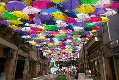 Águeda színes esernyői   Hellovilág Magazin