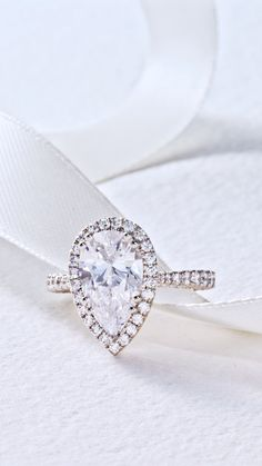 Make it bloom! A new diamond-intense bloom version of style HT 2663 that's sure to be the envy of all. Graduating diamonds along the band lead up to a beautiful diamond bloom that spotlights and brings your center diamond to life. #pearcut #pearcutdiamond #engagementring #Tacori #TacoriRing #diamondring