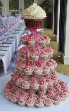 Wedding Cake- I would use a different color scheme, but love the look of this!