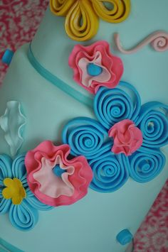 Quilling on a cake is so neat.  I learned this at my first day of sharing in Austin.  Easy and fun to do.