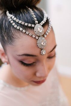 Bride Bridal Hair Bun Make Up Headdress Make Up Tropical 1920s Pink Budget Wedding http://lilysawyer.com/