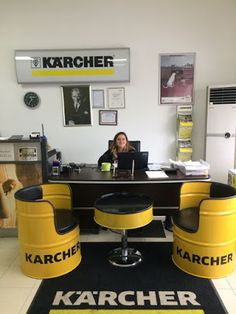 Drums are really cool. Garage Furniture, Car Part Furniture, Barrel Furniture, Automotive Furniture, Automotive Decor, Metal Furniture, Industrial Furniture, Furniture Design, Coffee Shop Design