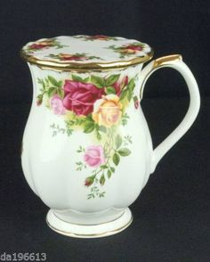 Old Country Roses Teacup. Royal Albert, Country Charm, Country Rose, China Tea Sets, Cuppa Tea, Rose Tea, I Love Coffee, Antique China, China Patterns
