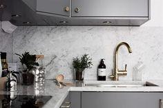 grått kök - 34 kvadrat - Metro Mode Diy And Crafts, Sink, Kitchen Ideas, Home Decor, Design Ideas, Interior Design, Blog, Fashion Styles, Sink Tops
