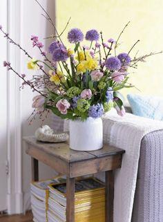 Blumenstrauß * Osterdeko * Ideen für Osterdekoration * Lila Blumen * Wohnideen * Inspirationen fürs Wohnzimmer * IZB