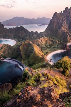 Komodo Island is a perfect short escape from Indonesia's busier islands, offering beautiful views and some excellent hiking opportunities. Beautiful Places To Travel, Best Places To Travel, Places To Go, Bali, Top Tours, Komodo Island, Malang, Travel Aesthetic, Destinations