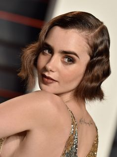 Lily Collins unveiled dramatic new fire-truck red hair today. Hair A, Her Hair, Red Haired Actresses, Dramatic Hair, Celebrity Makeup, Celebrity Style, Haircut And Color, Good Hair Day, Lily Collins