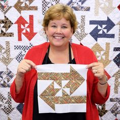 Learn to make the Disappearing Pinwheel Arrow Quilt with Jenny Doan!