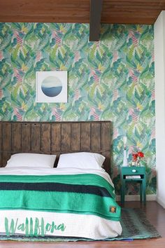 Transform any room in your home into a tropical paradise with this self-adhesive vinyl Calathea leaves pattern removable wallpaper!