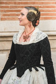 Amparo Fabra European Dress, Period Costumes, Foto Pose, Marie Antoinette, Historical Clothing, Fashion History, The Dress, Traditional Dresses, Hair Pieces