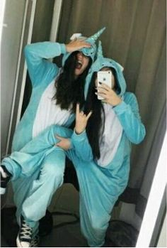 sleepover pics pics to recreate w your bff Easiest to hardest For more leave a and a . Also please lpuer_lunal (me) ty Cute Friend Pictures, Best Friend Pictures, Cute Bestfriend Pictures, Bff Pics, Shooting Photo Amis, Shotting Photo, Sisters Goals, Best Friend Photography, Cute Friends