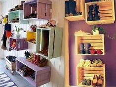 Des caisses customisées pour ranger chaussures etc.
