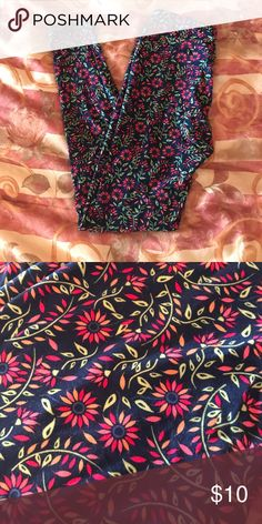 Lularoe OS Leggings- like NEW✨ Like NEW- only worn 3 times authentic lularoe one size leggings! Super comfortable, absolutely NEW condition! Navy blue background with pink/orange flowers with green! LuLaRoe Pants Leggings