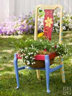 DIY chair planters are a fun container garden project that will bring character to your backyard. Get ideas for how to transform a rustic, worn-out chair into an upcycled garden decoration. Flower Planters, Garden Planters, Flower Pots, Balcony Garden, Garden Totems, Glass Garden, Yard Art, Chair Planter, Vintage Garden Decor