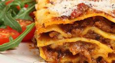Welcome to my frugal family meals: slow cooked simple pork lasagne recipe. Hello lasagne and I just love you so much. Lasagne probably has to be one of the… Grilled Italian Chicken, Italian Chicken Dishes, Italian Foods, Lasagne Recipes, Apple Pie Recipes, Greatest Lasagna Recipe, Pasta Casera, Food Lists, Healthy Cooking