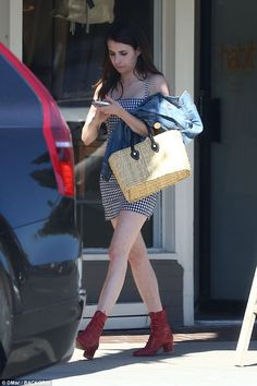 Off to see the wizard! Emma Roberts paid homage to Dorothy Gale with a very Wizard Of Oz e...