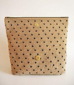 Crochet pattern for polka dot clutch. You'll di chabepatterns