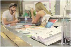 Sandwich Mixto en el Mercado de Antón Martín. Libros autoeditados, diseño gráfico y de eventos, cafés, vinos y algo de picar, brunch y música en directo. Calle Santa Isabel 5, Madrid ~ http://madridyyo.com/2012/10/19/sandwich-mixto-mercado-de-anton-martin/