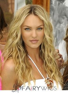 I want her hair!Perfect beach waves with a DIY: Beach Hair Texture Spray! Beachy Hair, Beach Wave Hair, Beachy Waves, Beach Curls, My Hairstyle, Pretty Hairstyles, Wedding Hairstyles, Corte Y Color, Boho Chic