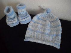 basta un filo........ lavori a maglia per bambini: SCARPINE MON BOOTS  E CAPPELLINO