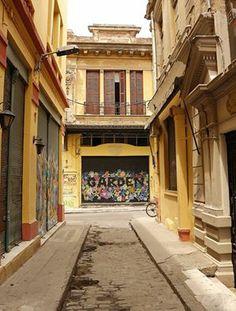 walking in Thessaloniki. Greek House, Crete Greece, House Doors, Acropolis, Thessaloniki, Macedonia, Ancient Greece, Old Houses, Graffiti
