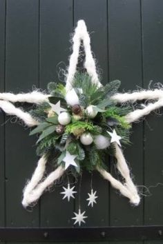 Kerstster - Top Of The World Christmas Flowers, Christmas Star, Rustic Christmas, Winter Christmas, Christmas Ornaments, Christmas Christmas, Christmas Projects, Holiday Crafts, Art Floral Noel