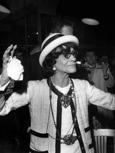 Coco Chanel: storia e foto del Mito della Moda Estilo Coco Chanel, Coco Chanel Fashion, Coco Chanel Style, Christy Turlington, Mademoiselle Coco Chanel, Mode Poster, Coco Chanel Quotes, Chanel Brand, Couture Outfits