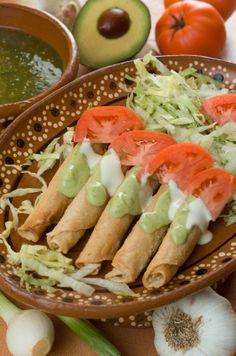 Tacos Dorados con Pollo.