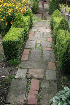 Garden Paving, Garden Stepping Stones, Garden Steps, Garden Paths, Amazing Gardens, Beautiful Gardens, Shed Landscaping, Landscape Design Small, Garden Images