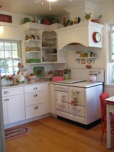 red & white vintage kitchen | vintage 40's, 50's, 60's kitchen