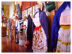 Vestido tradicional de la mujer Purepecha. Michoacan México