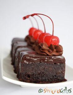Negresa de post cu banane si ciocolata Cupcake Cookies, Cupcakes, Something Sweet, Raw Vegan, Deli, Nutella, Cake Recipes, Sweets, Desserts