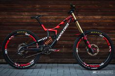 Sometimes people taking part in specific disciplines of cycling will purchase a specialized mtb, developed for the discipline. While cross-country, freerider and enduro are the most common discipli… Dh Velo, Freeride Mtb, Montain Bike, Mt Bike, Downhill Bike, Bike Shoes, Bike Seat, Cycling Bikes, Cycling Art