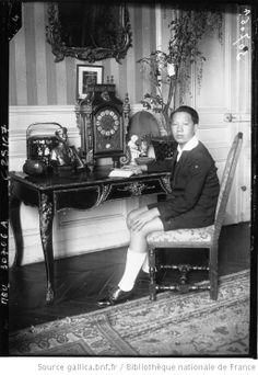 Le jeune Empereur d'Annam, S.M. Bao Daï chez M. Charles : [photographie de presse] / Agence Meurisse