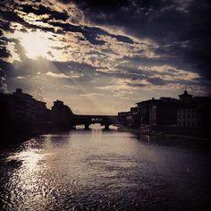 Progetto Instagram iPhone: Paesaggi, Ponte Vecchio (Firenze). Art Director: Lapo Secciani Photographer: Lapo Secciani.