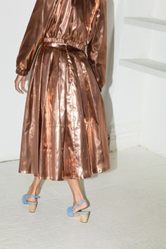 Pleated metallic copper all overness. Fashion Mode, High Fashion, Teen Fashion, Metal Fashion, Textiles, Editorial Fashion, What To Wear, Ready To Wear, Fashion Photography
