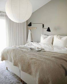 Dream Bedroom, Home Bedroom, Bedroom Decor, Bedroom Ideas, Eclectic Furniture, Bedroom Furniture, Deco Boheme, Apartment Interior Design, Room Inspiration